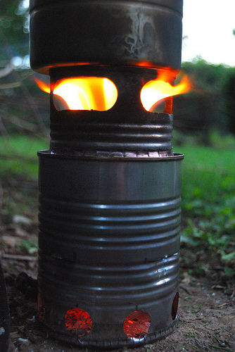 Batch-loaded, inverted down-draft gassifier wood stove